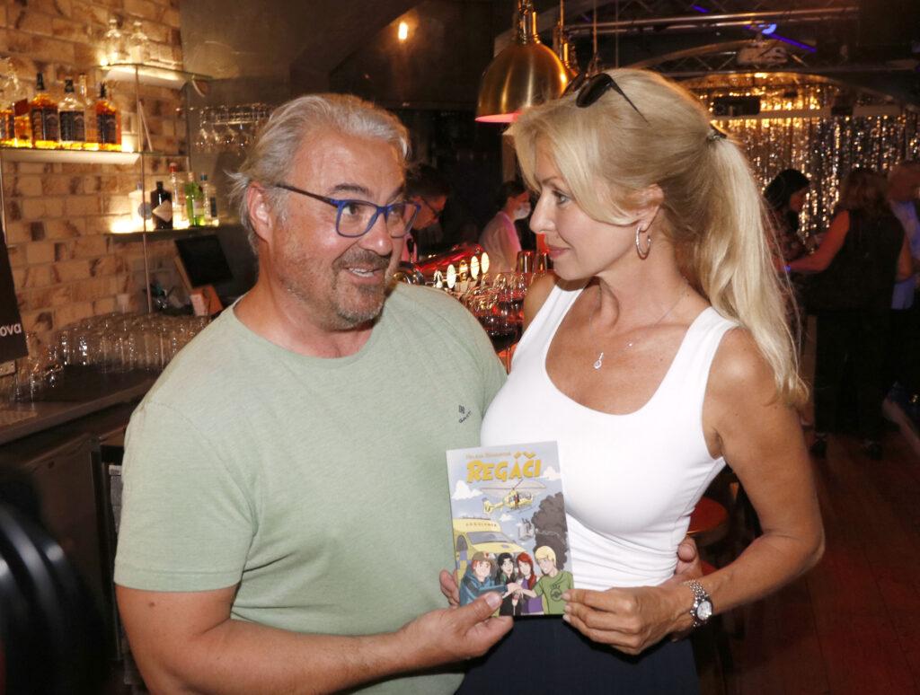 Kniha Regáèi Se 9. 6. 2021 Køtila V Pražské Pizzerii Einstein.